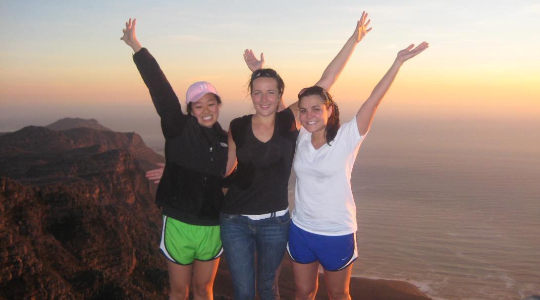 語学留学生がテーブルマウンテンのハイキングに挑戦